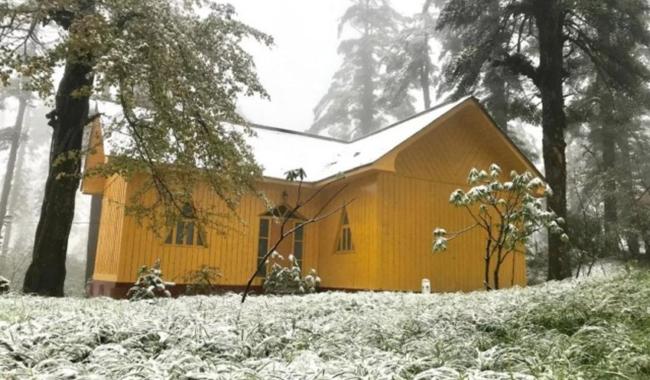瓦屋山风景区迎来入秋后第一场雪