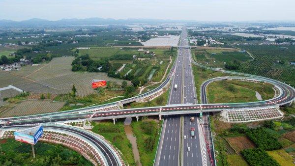 成乐高速公路扩容重要节点工程彭山新互通已通车。(彭山区委宣传部提供)